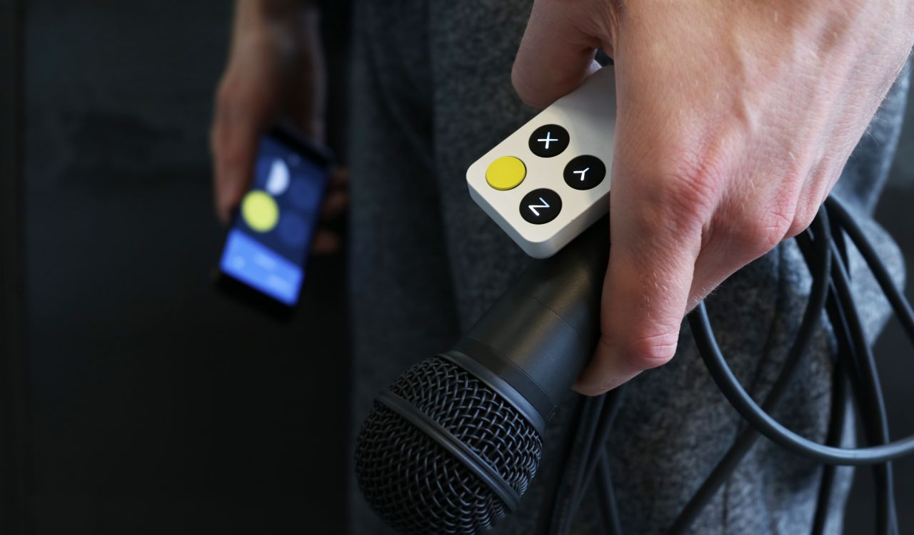 Wiggle Kit: A Motion Controlled Effect Instrument for Singers